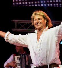 Der Volksmusiksänger überzeugt seine Fans stets mit seinem Charisma und seinen Gute-Laune-Liedern. Foto: Edith Stuefer