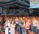 """Schon bei der Sonderveranstaltung einen Tag vor dem offiziellen Frühlingsfest-Beginn sorgten """"Da Huawa, da Meier und I"""" dafür, dass das Fahrenschon-Zelt bebte und rund 1500 Besucher vor Begeisterung auf den Bänken standen."""