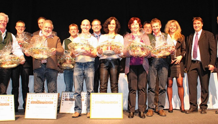 Jubilare und Geschäftsleitung der EDER GmbH (von rechts): Gregor Ries, Peter und Angela Eder. Foto: Klement