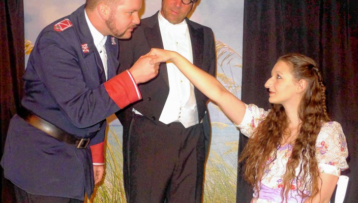 Major Crampas (Tobias Huber), Baron von Stetten (Christian Domnick), Effi (Jutta Schmidt) – dieses Beziehungsdreieck geht nicht gut aus. Foto: Jacobi