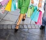 Einkaufen ist besonders schön, wenn es mit sinnlichen Erfahrungen kombiniert wird – das ist beim online-Shoppen kaum möglich, beim stationären Handel umso mehr.