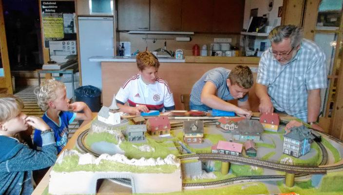 Konzentriert waren die Kinder am Werken.