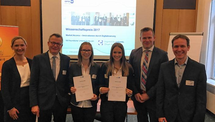 Freuen sich über den DFGMA Wissenschaftspreis 2017: Preisträgerin Veronika Rieder, Dritte von rechts, und Professor Dr. Hammerschmidt, rechts.