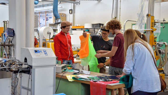 Experimente in der Kunststofftechnik. Foto: re