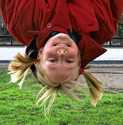 Kinder brauchen zum Glücklichsein, Menschen, die sich um sie kümmern. Foto: re