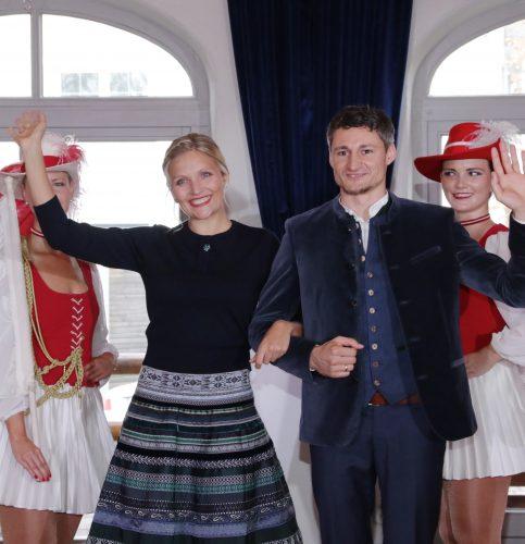Mit Schwung in die neue Faschingssaison! Es grüßen Prinz Andrejas III. und Prinzessin Satya I.. Fotos: E.Gröning