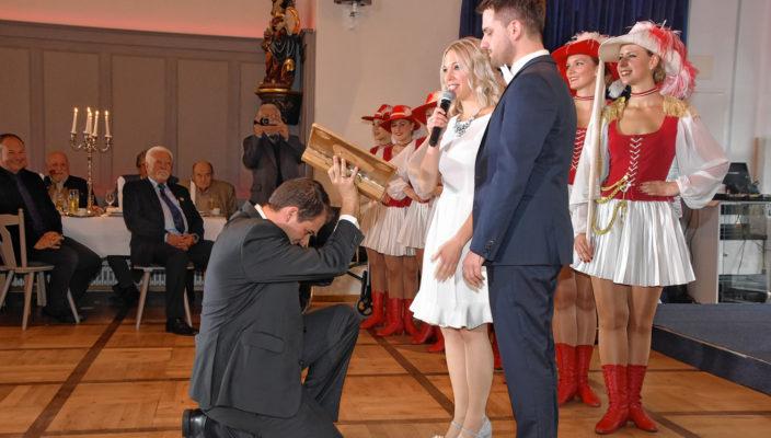 Das Prinzenpaar wird feierlich ins Amt gerufen. Foto: Schlecker