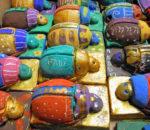 Die Skarabäen: Farbenfroh und beliebte Schmuckstücke im alten Ägypten.