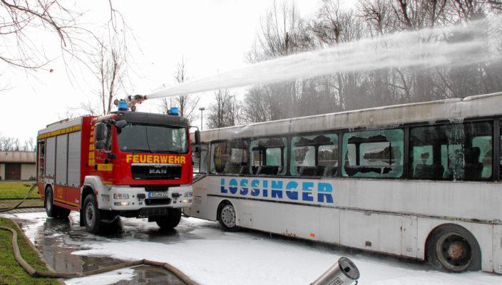 Auch dieses Fahrzeug wird am Freitag gesegnet: Das Groß-Tanklöschfahrzeug TLF 4000 ist seit 1. April im Dienst der Rosenheimer Feuerwehr. Foto: Binder