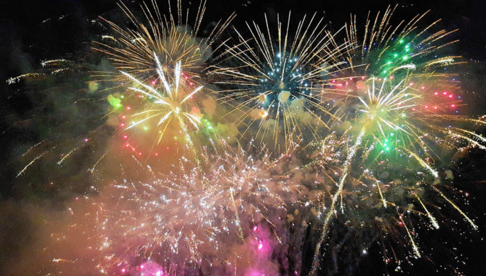 Wunderschön anzuschauen, doch beim Zünden eines Feuerwerks sollte man sehr vorsichtig sein und einige Regeln beachten. Foto: pixabay