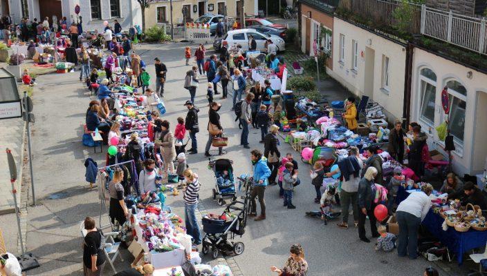 Spieler der Starbulls besuchen den Familienflohmarkt am 22. September. Foto: Barbara Heuel