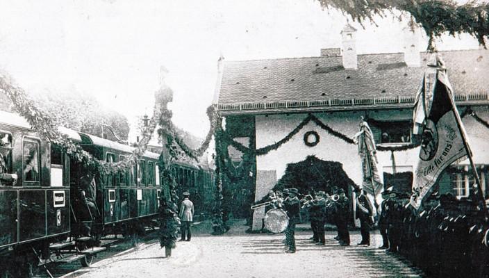 Die Eröffnung des Bahnhofs in Frasdorf war ein großes Ereignis. Foto: Gemeindearchiv Frasdorf