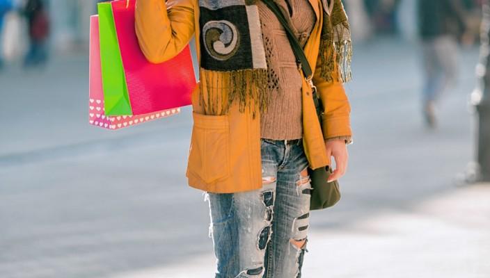 Auch das weiß die Statistik: Der typische Innenstadtbesucher in Rosenheim ist weiblich und etwa 42 Jahre alt. Er besucht die Innenstadt mehrmals in der Woche, kauft vorwiegend Bekleidung, Lebensmittel, Kosmetik und Gesundheitswaren und wohnt außerhalb. Foto: i-stock