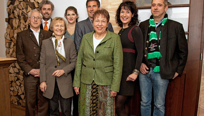 Von links: Franz Baumann, Robert Multrus, Christl Loferer-Horn, Viktoria Multrus, Thomas Held, Dr. Beate Burkl, Christine Degenhart, Franz Reindl.