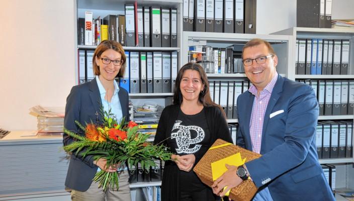Citymanagement-Vorstand Paul Adlmaier und die neue Geschäftsführerin Sabrina Obermoser bedanken sich für die langjährige Treue und freuen sich auf eine weiterhin gute Zusammenarbeit mit Michaela Frey (Bildmitte).