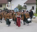 """Die Gebirgsschützenkompanie """"Oberer Wasen"""" Raubling macht bei vielen Veranstaltungen mit, wie beispielsweise dem Patronatstag. Foto: re"""