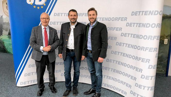 Von links: Anton Heindl, Erster Vorsitzender des Gewerbeverbandes Rosenheim, Georg Dettendorfer junior und Stadtrat Daniel Artmann.