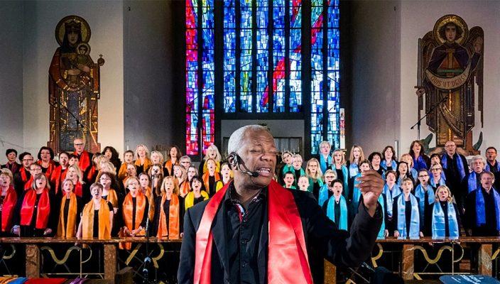Berührend und beschwingt: Das Konzert der Gospelsingers bringt den Weihnachtszauber in die Herzen der Besucher.