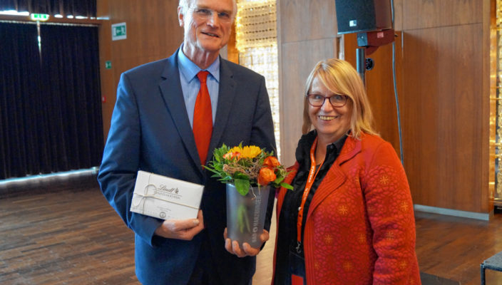 Nachfolger Lothar Binding (MdB) bedankte sich bei Angelika Graf für ihr jahrelanges ehrenamtliches Engagement.