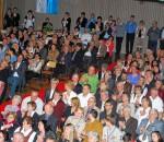 Die Stühle und die Plätze auf der Empore reichten diesmal in der Mehrzweckhalle nicht aus, so viele Besucher waren zum Großkarolinenfelder Neujahrsempfang gekommen. Fotos: Lindl