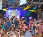Auch die Jugend liebt das Frühlingsfest in Großkarolinenfeld. Fotos: Daniela Lindl