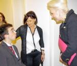 Rosenheims Oberbürgermeisterin Gabriele Bauer im Gespräch mit den Bewohnern der neuen Einrichtung.