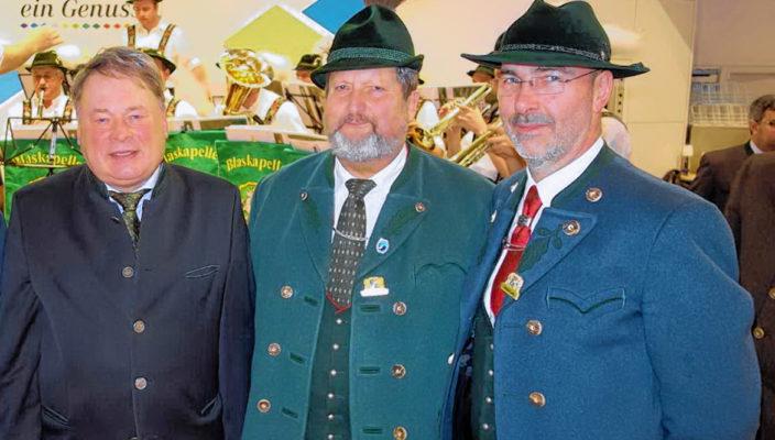 Auf der Grünen Woche 2017, von links: Bayerns Landwirtschaftsminister Helmut Brunner, Alt-Bürgermeister Klaus Daiber und Zweiter Bürgermeister Gerhard Jell. Foto: Hötzelsperger