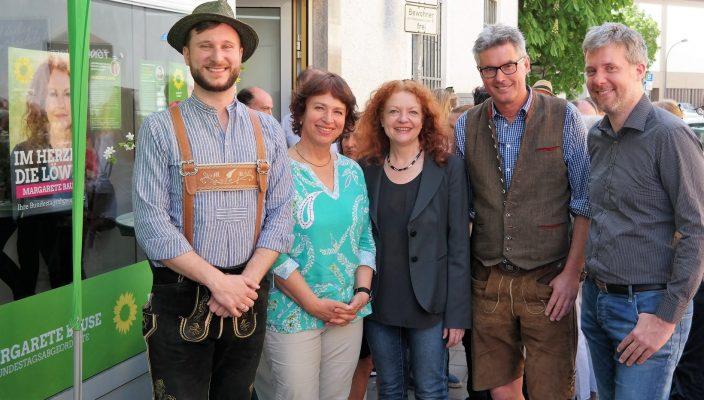 Von links sind zu sehen: Martin Knobel, Gisela Sengl, Margarete Bause, Leonhard Hinterholzer und Dieter Janecek.