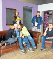 """m Oktober geht es im Turner Hölzl verrückt zu: Die Theatergruppe """"Harlekin"""" hat sich mit """"Doppelt leben hält besser"""" eine abwechslungsreiche Komödie ausgesucht. Premiere im Freizeitzentrum """"Turner Hölzl"""" in Rohrdorf ist am Freitag, 9. Oktober. Weitere Aufführungstermine sind am 16., 17., 23. und 24. Oktober, jeweils ebenfalls um 20 Uhr. Karten gibt es bei der Vinothek am Dorfplatz 5 in Rohrdorf sowie im Internet unter www.harlekin-online.de. Der Eintritt kostet acht Euro. Foto: re"""