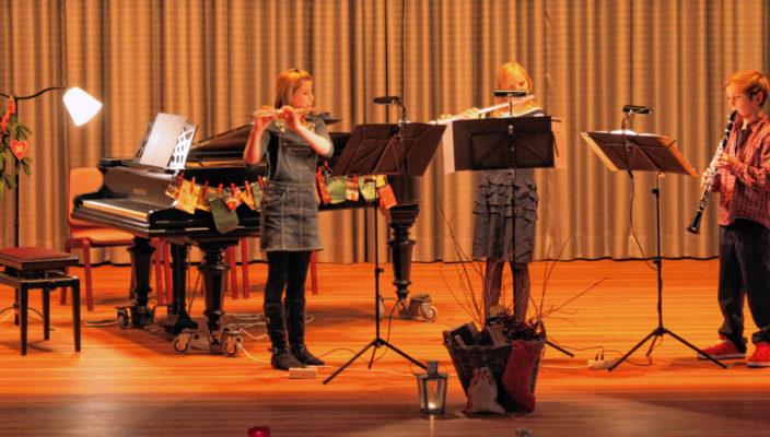 Gut ausgebildet vom Tonkünstlerverband Südostbayern geht es auf die Bühne.