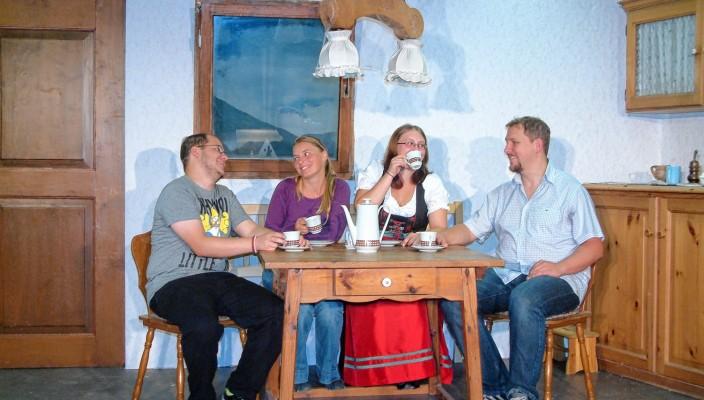 Bei der Probe (von links): Florian Heusel, Melanie Gemander, Katharina Porkert und Thomas Reichhart.