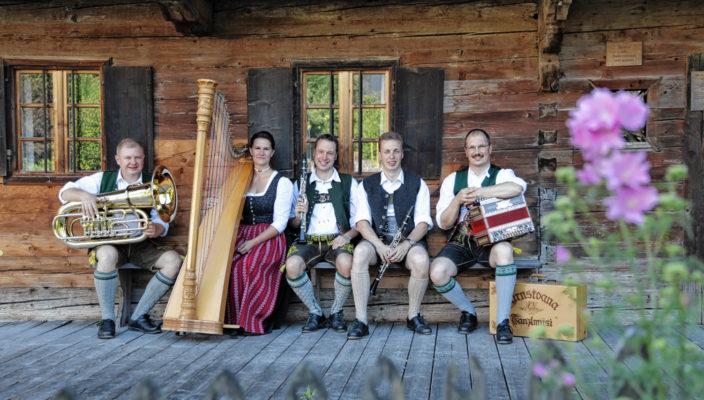 """Die """"Kirnstoaner Tanzlmusi"""" spielt am 20. Oktober beim """"Herbsttanzl"""" in Bad Feilnbach."""