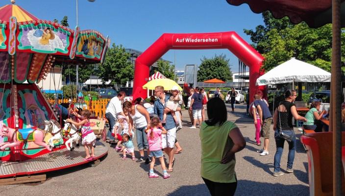 Zum vierten Mal findet dieses Jahr vom 15. bis 18. Mai das große Familienfest auf dem Herto Park-Gelände in Kolbermoor statt. Ein großer Fun Park erwartet die kleinen und großen Besucher täglich von 10 bis 19 Uhr und lädt zu Pausen bei der Shoppingtour ein.