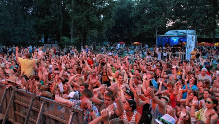 Riesenstimmung biem Hitzefrei-Festival im Freibad.