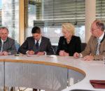 Oberbürgermeisterin Gabriele Bauer mit den drei Landräten (von links) Georg Grabner (Berchtesgadener Land), Siegfried Walch (Traunstein) und Wolfgang Berthaler (Rosenheim).