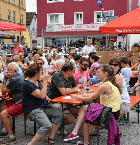 Stimmung und gute Laune beim traditionellen Fest in der Rosenheimer City. Foto: Schlecker