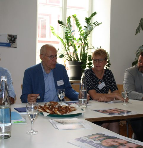 Bei der Pressekonferenz wurden die verschiedenen Aspekte nochmals beleuchtet, von links: Ali Raza, Professor Dr. Christian Pfeiffer, Britta Promann und Silvio Gödickmeier.