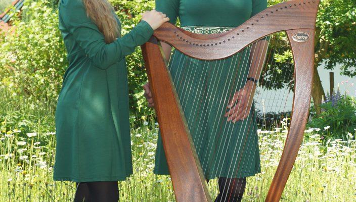 """Das Duo """"Celtic Ornaments"""" verzaubert mit irischen Harfenklängen."""