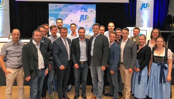 Das Team der Jungen Union Rosenheim gratuliert Daniel Artmann (Mitte) zur Wahl. Links neben ihm der heimische Landtagsabgeordnete Klaus Stöttner, rechts sein Vorgänger Tobias Zech, MdB.