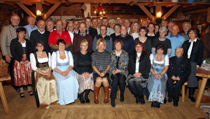 Bei der diesjährigen Jubilarfeier des Landkreises Rosenheim: 21 Mitarbeiterinnen und Mitarbeiter feierten Jubiläen und weitere 21 wurden in den Ruhestand verabschiedet.