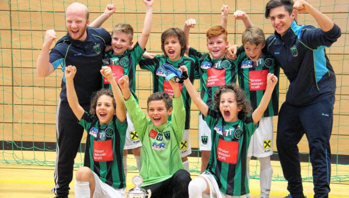 Die Sieger des E-Jugendturniers von Wacker Innsbruck jubelten ausgelassen.