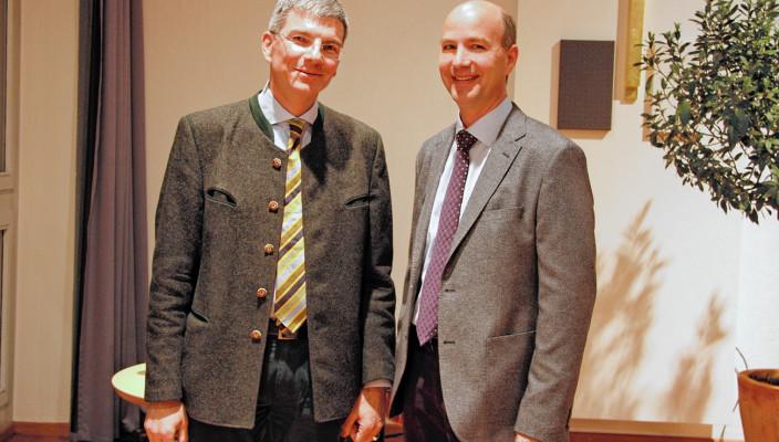 Referent Prof. Dr. Frank-Michael Köhn aus München (links) und Oberarzt Dr. Roland Weber vom RoMed Klinikum Rosenheim.