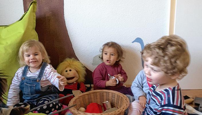 Gemeinsam Spaß haben diese Kinder.