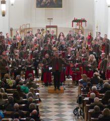 Das Symphonische Blasorchester der Stadtkapelle Rosenheim stimmt auf die Weihnachtszeit ein.