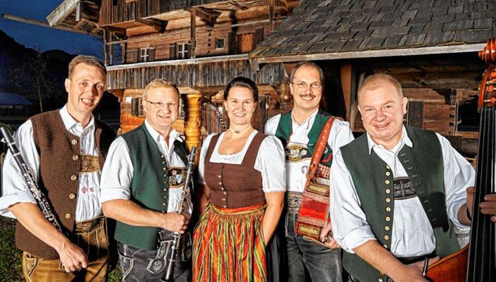 Auf stolze 30 Jahre gemeinsames Musikzieren schauen die Musiker der Kirnstoaner Tanzlmusi zurück.