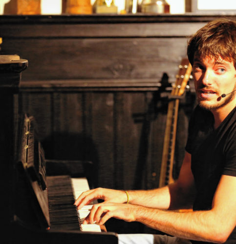Peter Fischer am Klavier. Foto: Siegfried Bruckbauer