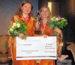 Die glückstrahlenden Kleinkunst-Preisträgerinnen 2016 Diana Bayer, rechts, und Irene Koch Foto: Baumann