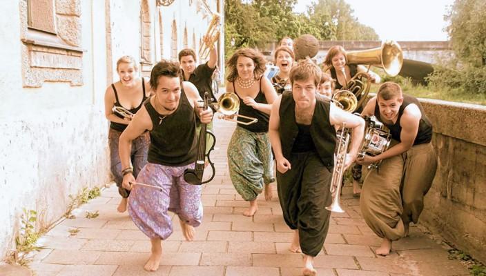 Die Münchner Band Donnerbalkan ist am 12. Oktober im Lokschuppen zu sehen und zu hören.