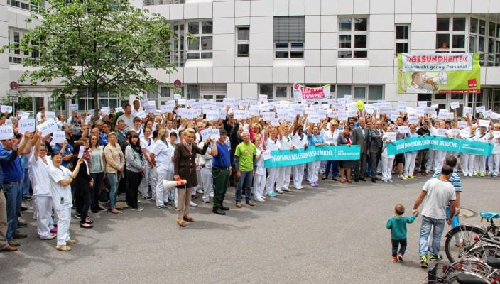 Auch Rosenheims Oberbürgermeisterin Gabriele Bauer zeigte sich mit den Forderungen der Klinikmitarbeiter solidarisch.
