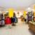 Der Kleiderladen in Kolbermoor bietet nicht nur Bedürftigen günstige Mode.